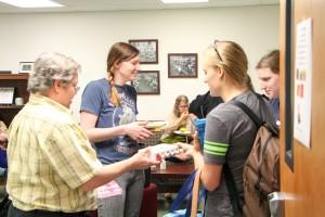 Karen Schmitt talks to women at a Kate's Club meeting.
