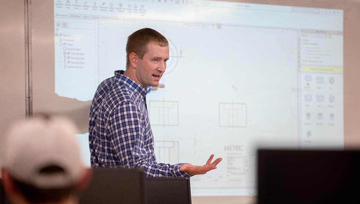 Andrew Hoitink teaching a class